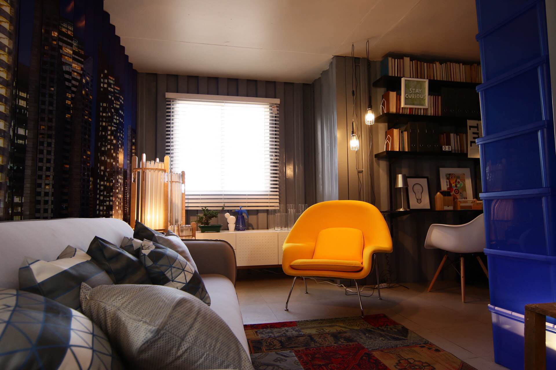 Casa Viva Leroy Merlin: escritório integrada com sala inspirados em São Paulo