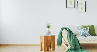Mesa de canto para sala, quarto e cozinha: veja opções do modelo que leva praticidade para qualquer ambiente
