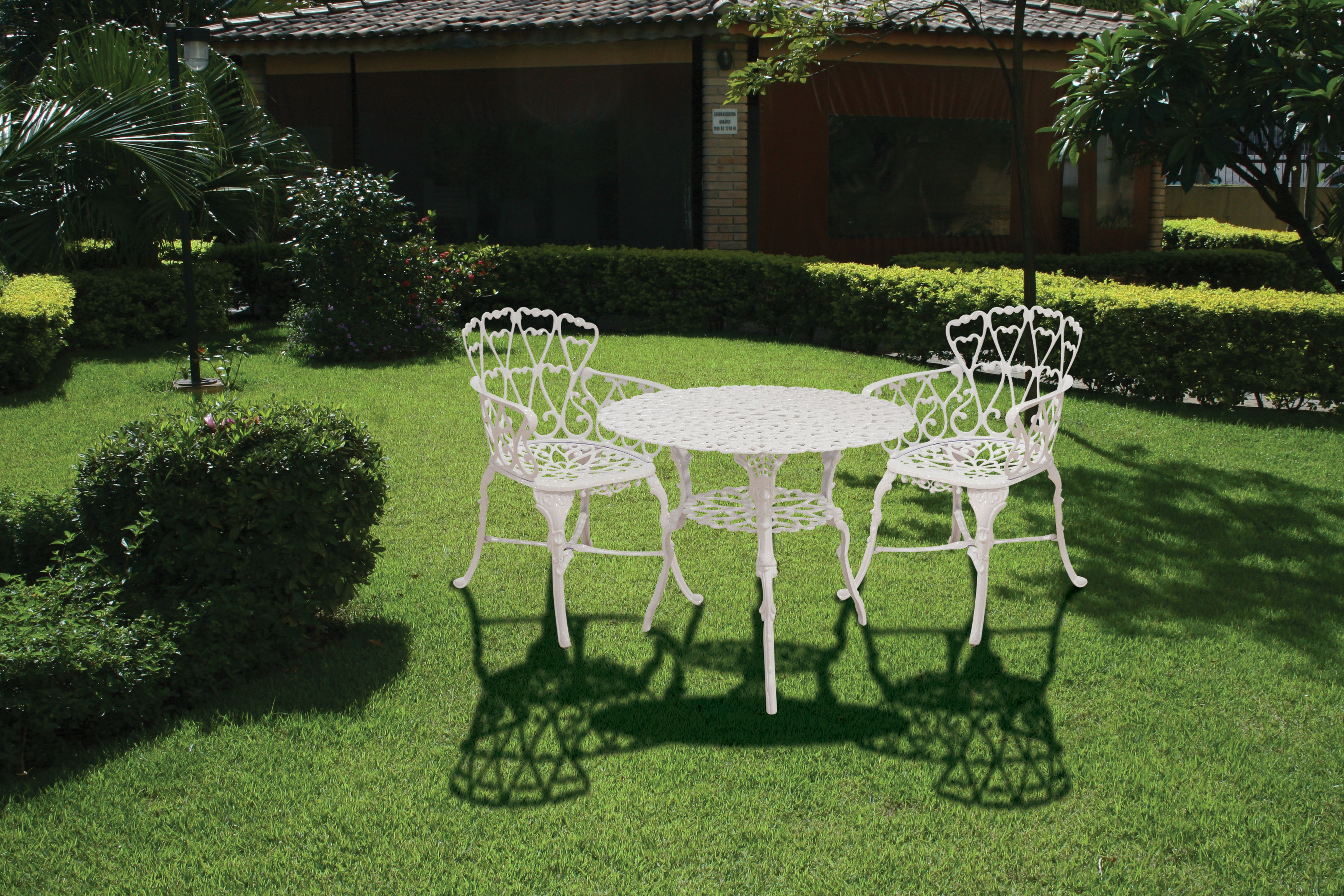 Mesa e poltronas de alum nio no jardim leroy merlin for Mesas exterior baratas