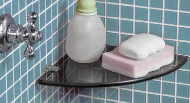 O charme e a praticidade das prateleiras de vidro