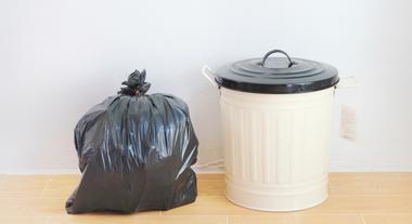 Os diferentes tipos de lixeiras para a área de serviço
