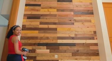 Parede de madeira: como fazer passo a passo um revestimento único para a sua casa