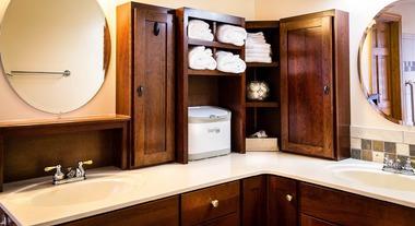 Pensando em colocar duas pias na cozinha ou no banheiro? Tire todas as suas dúvidas sobre o assunto