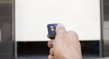 Portão eletrônico: aprenda como configurar o controle de porta automática para tornar sua vida mais prática