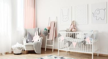 5f7e37192 Quarto de bebê: papel de parede, móveis e até cortinas para inovar na  decoração