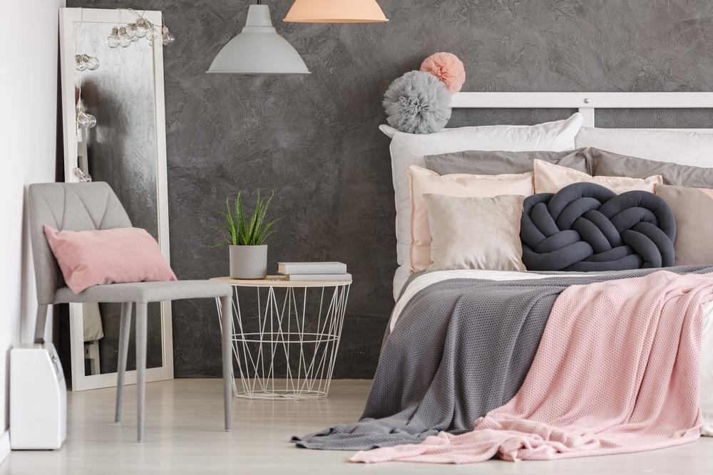 Quarto rosa e cinza: veja como usar sem deixar o cômodo infantil