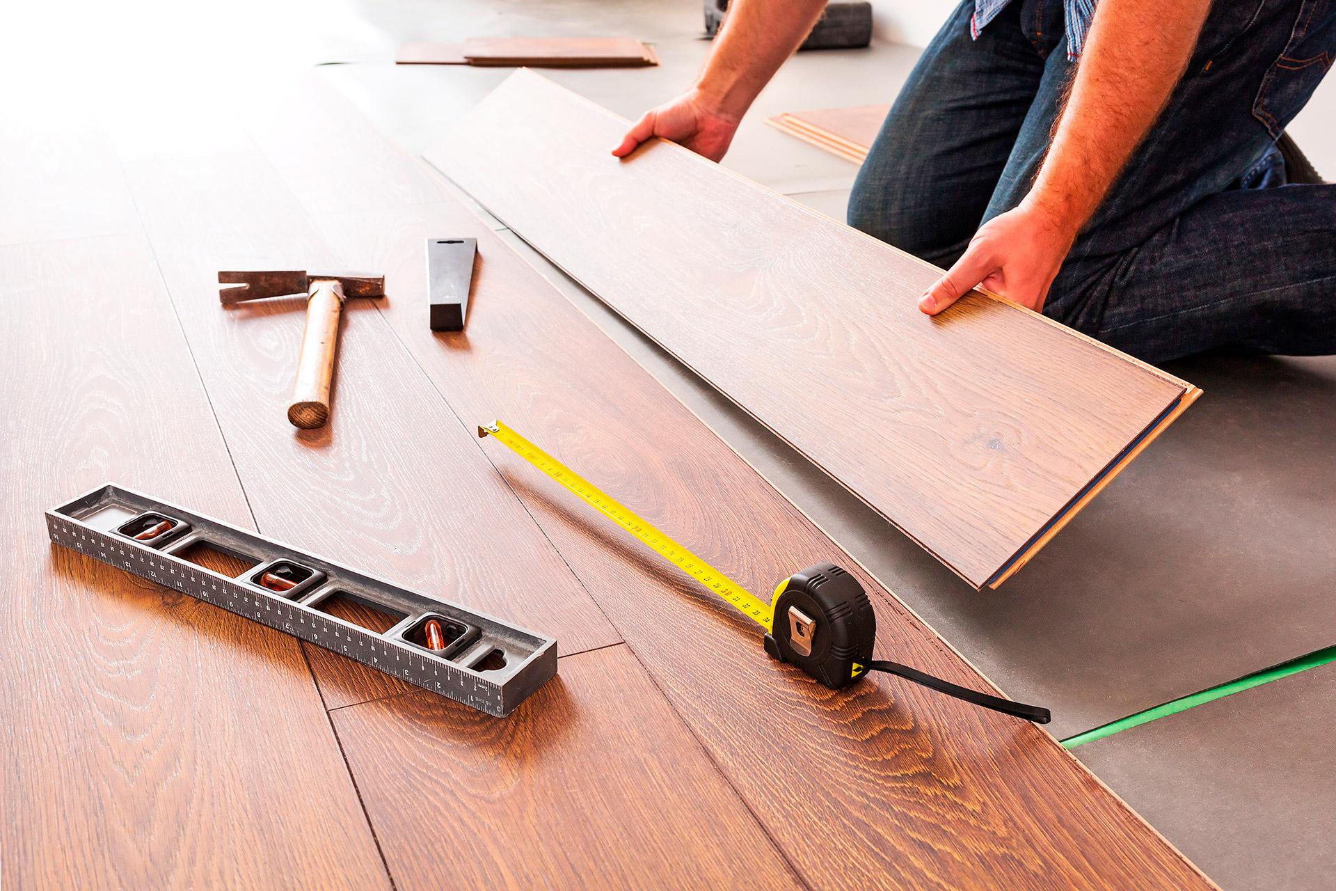 Saiba como instalar o piso laminado sem ajuda profissional - Como instalar piso parquet ...