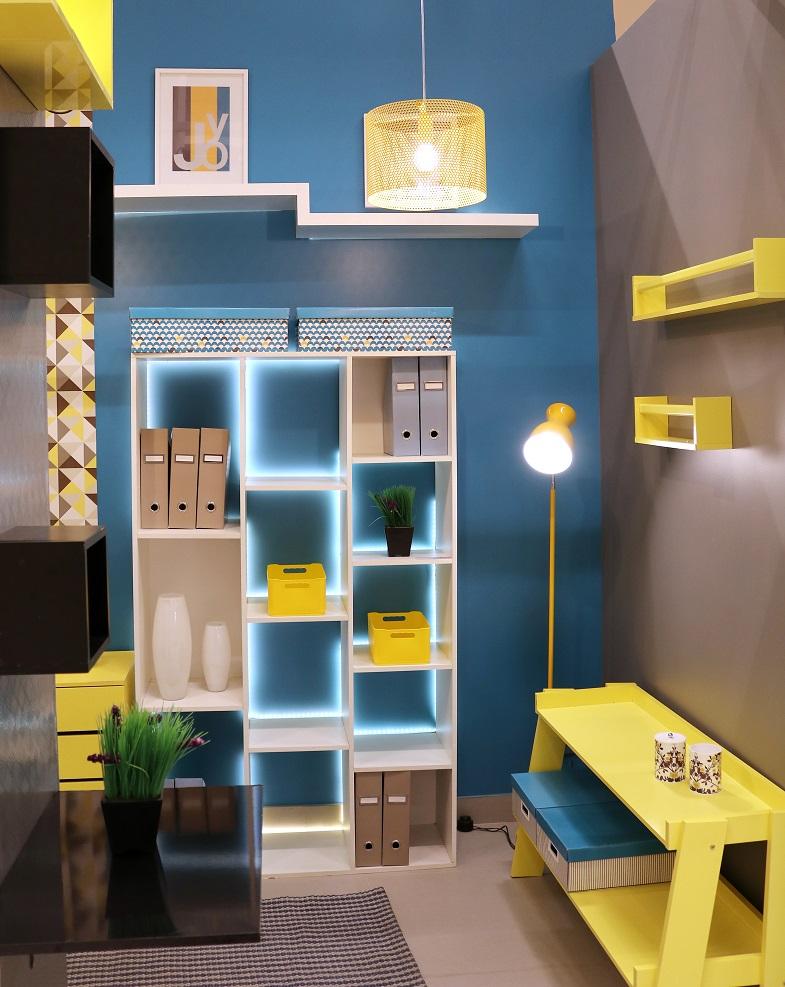 Sala de estar pequena decorada com estante e nichos for Tappeti sala leroy merlin