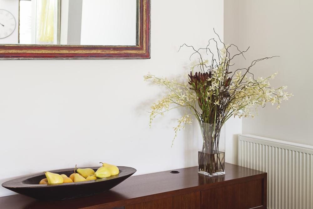 Artesanato Em Feltro Para Bebe ~ Sala de jantar pequena com espelho e aparador veja dicas