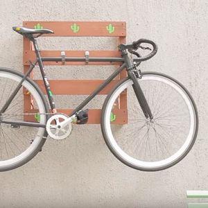 ab5e01c33 Suporte de parede para bicicleta  como fazer com pallet