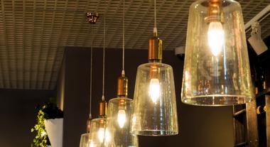 Tendências de iluminação 2018: as luminárias, lustres e projetos que estão fazendo sucesso nas feiras de decoração