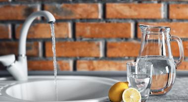 Torneira elétrica: solução para lavar louça com água quente sem a necessidade de ter um aquecedor central