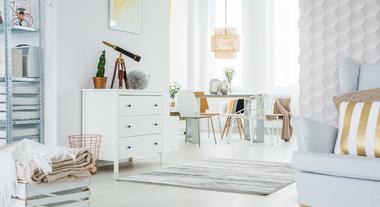Vai se mudar para um apartamento pequeno ou conjugado? Veja 3 dicas de quem já passou por isso e descubra o que manter x descartar