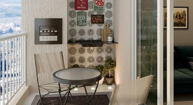Varanda de apartamento pequeno com mesa externa
