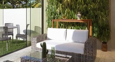 Varanda de casa com jardim vertical