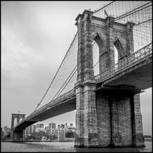 Quadro Float Brooklyn Bridge Preto e Branco I 40x40m